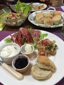 konahouse スコーンとキヌアのサラダ